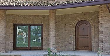 Ξύλινη πόρτα εισόδου ειδικής κατασκευής