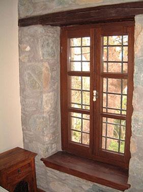 Ξύλινο παραδοσιακό κούφωμα ειδικής κατασκευής