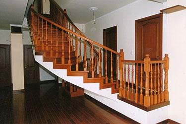 Ξύλινη επένδυση σκάλας 2